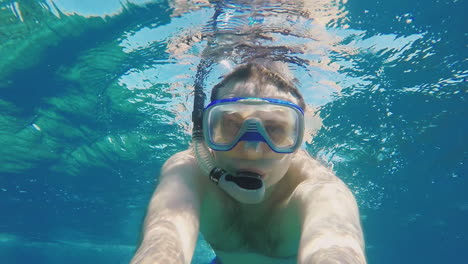 Snorkelers-Shoots-Himself-On-Camera