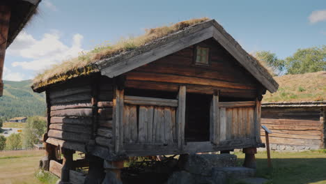 Ancient-Norwegian-House-With-Moss-On-The-Roof-4k-Video