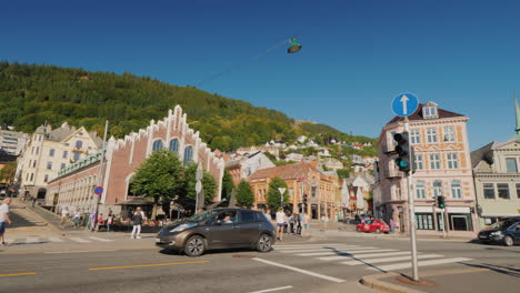 The-Busy-Central-Street-Of-Bergen-The-Intense-Traffic-And-People-In-The-Hills-Picturesque-Houses