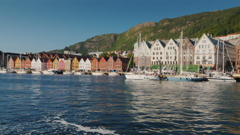 The-Embankment-Of-The-City-Of-Bergen-You-Can-See-The-Famous-Old-Wooden-Houses-Of-Merchants-4k-Video