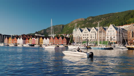 Embankment-With-Colored-Merchant-Houses-In-Bergen-Recognizable-And-Popular-Among-Tourists-Place