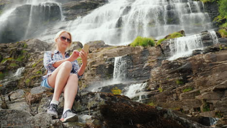 The-Tourist-Photographs-The-Highest-Waterfall-In-Norway-According-To-Legend-The-Water-From-This-Wate
