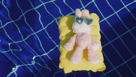 Hare-Hipster-Is-Resting-In-The-Resort-Floats-On-An-Inflatable-Mattress-On-It-Sunglasses-4k-Video