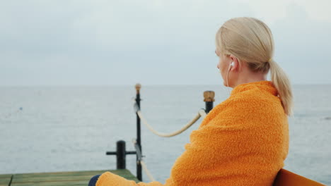 The-Woman-Wrapped-Herself-In-A-Towel-Waiting-For-The-Sun-To-Rise-Over-The-Sea-4k-Video