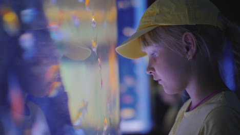 Side-View-Little-Girl-Looking-At-A-Huge-Aquarium-With-Sea-Fishes-Inspiration-And-Impressions-Concept