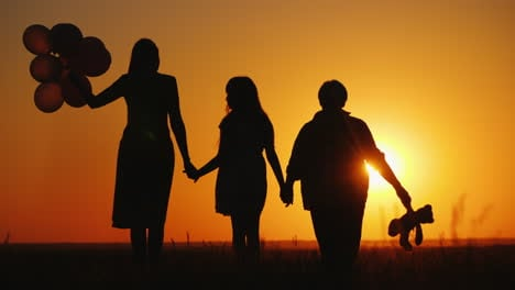 Mother-Daughter-And-Grandmother-Together-Admire-The-Sunset-Active-Seniors-Concept