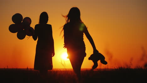 Carefree-Child-With-A-Toy-In-Hand-Runs-To-Mom-At-Sunset