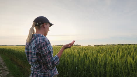 Business-Woman-Agronomist-Talking-On-The-Phone-Near-The-Wheat-Field