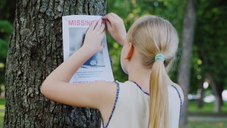 Sad-Girl-Attaches-A-Missing-Cat-Announcement-To-A-Tree