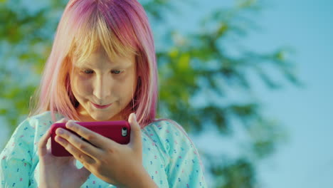 A-Girl-With-Pink-Hair-Is-Using-A-Pink-Smartphone