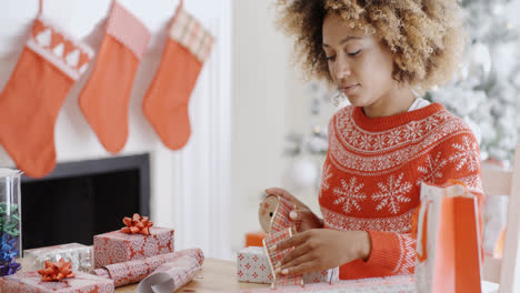 Pretty-young-woman-wrapping-Xmas-presents