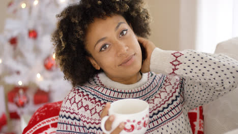 Smiling-friendly-young-woman-relaxing-at-Christmas