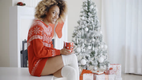 Fashionable-woman-in-a-festive-Christmas-outfit
