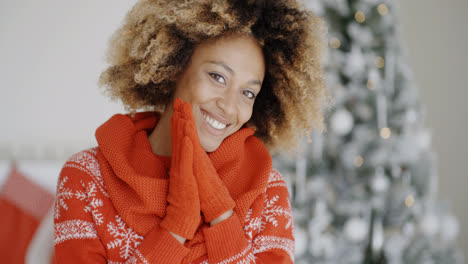 Smiling-happy-young-woman-in-a-Christmas-outfit