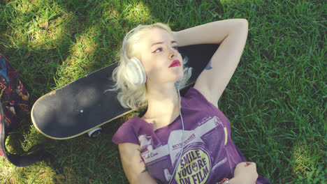 Young-blond-woman-relaxing-listening-to-music