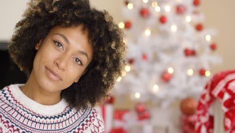 Close-up-on-grinning-woman-near-Christmas-tree