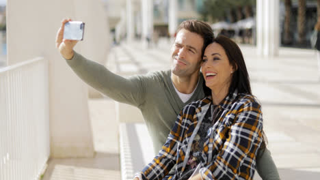 Happy-laughing-couple-taking-their-selfie