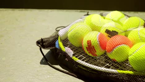 Net-bag-of-tennis-balls-for-training-on-a-racket