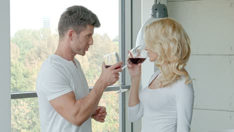 Happy-Couple-Drinking-Red-Wine-To-Celebrate
