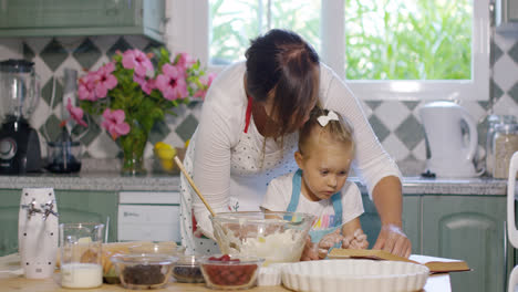 Little-girl-helping-her-Mum-with-the-baking
