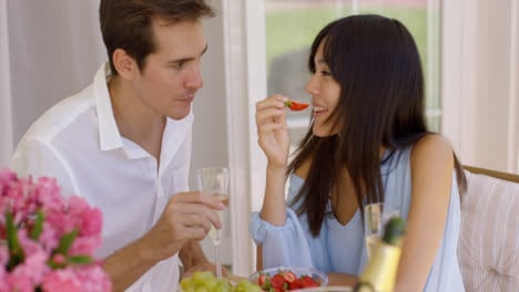 Couple-sipping-wine-and-eating-fruit