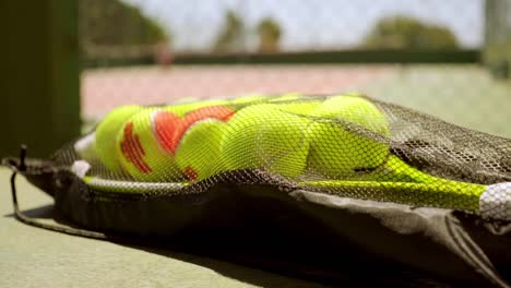 Number-of-tennis-balls-on-a-racket-for-training