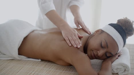 Back-Massage-On-Woman