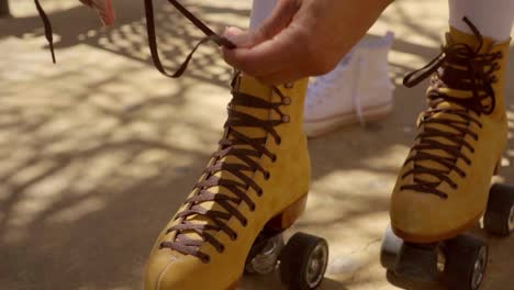 Female-Hands-Tie-Up-Roller-Laces