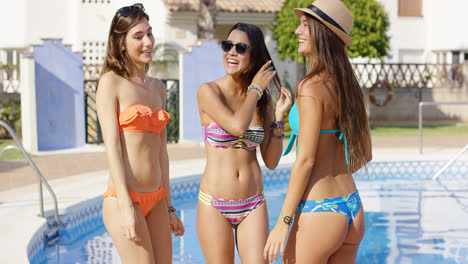 Three-sexy-trendy-women-in-bikinis