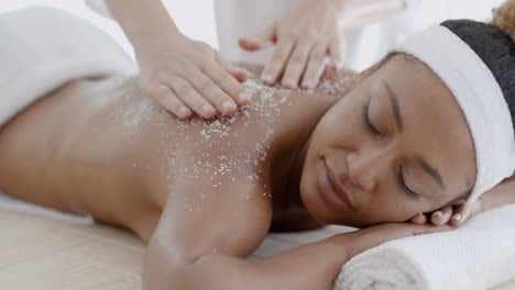 Female-Getting-A-Salt-Scrub-Treatment