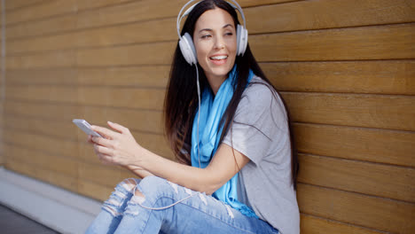 Attractive-young-woman-listening-to-her-music