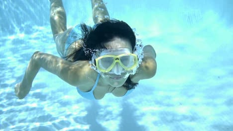 Woman-in-goggles-swimming-underwater