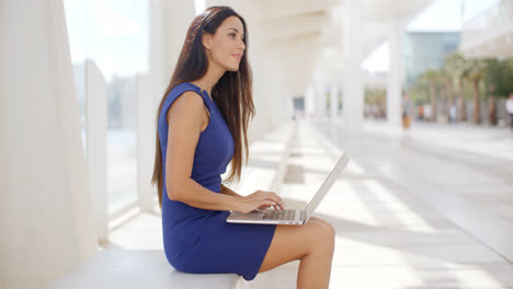 Thoughtful-young-businesswoman-working-outdoors