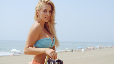 Seductive-Woman-with-Skateboard-at-the-Beach