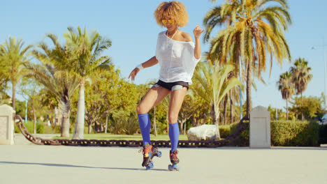 Beautiful-And-Sexy-Girl-Dancing-on-Roller-Skates