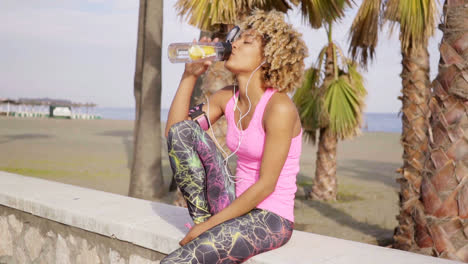 Trendy-slender-young-woman-drinking-water