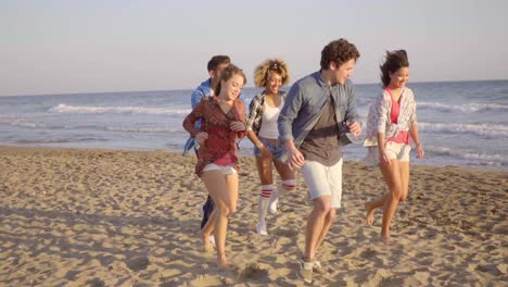 Young-People-Running-On-The-Beach