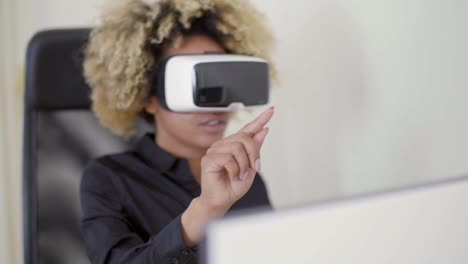 Woman-Using-3D-Virtual-Reality-Headset