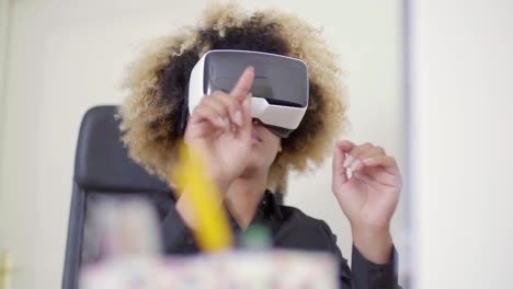 Businesswoman-Working-In-Virtual-Reality-In-Office