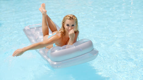 Woman-Lying-on-Floating-Mattress-in-the-Pool