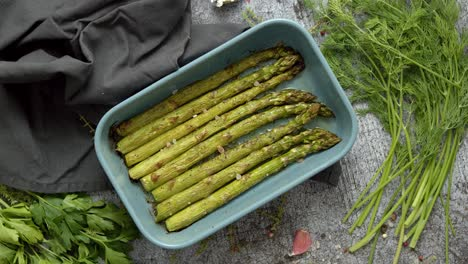Roasted-asparagus-seasoned-with-salt-pepper-garlic-and-decorated-with-fresh-herbs