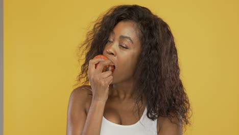 Black-woman-eating-fresh-apple
