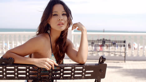 Pretty-happy-young-woman-relaxing-at-the-seaside