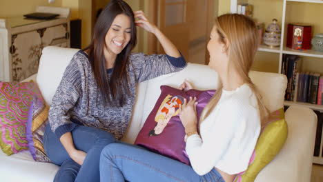 Two-young-women-catching-up-on-the-news