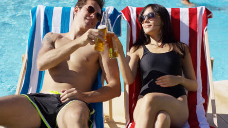 Attractive-young-couple-enjoying-a-beer