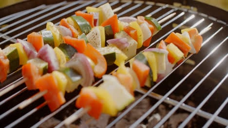 Healthy-colorful-kebabs-with-fresh-vegetables