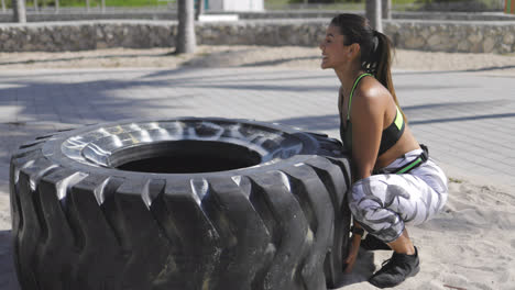 Woman-trying-to-lift-the-tire