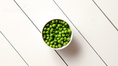 Fresh-green-pea-seeds-in-a-white-ceramic-bowl