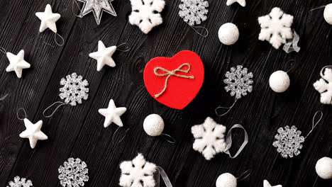 Christmas-decorations-and-gift-in-heart-shape
