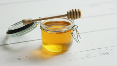 Jar-of-honey-with-spindle